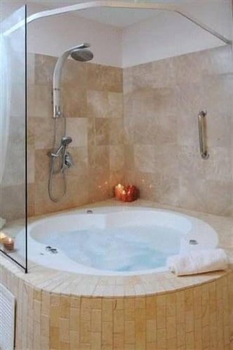 Jetted Tub, Royalty Suites