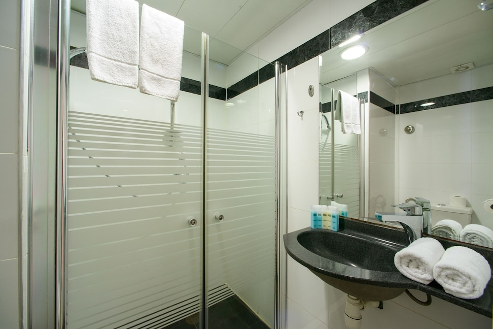 Bathroom, Royalty Suites