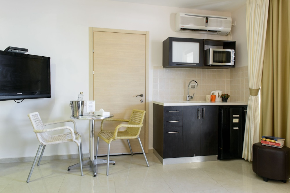 Private Kitchenette, Royalty Suites