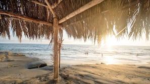 Beach nearby, white sand, beach shuttle, beach towels