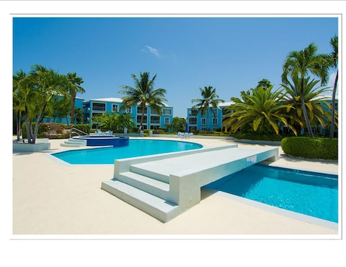Grandview condominiums seven mile beach cym expedia for 35 grandview terrace tenafly