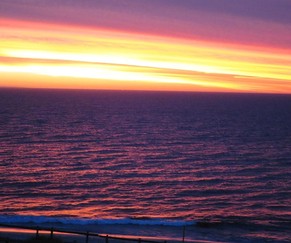 Ocean Beach Hotel Cottesloe