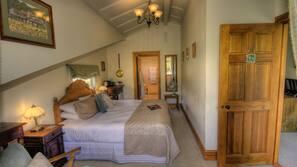 4 bedrooms, Egyptian cotton sheets, premium bedding, down duvets