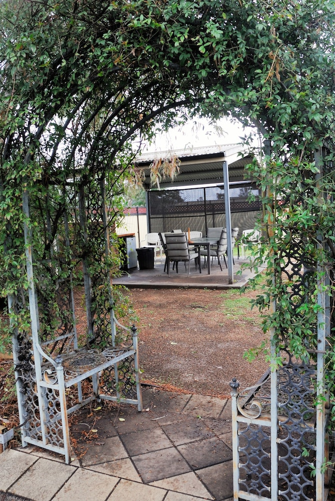 West Wyalong Australia  City new picture : Mayfair Motel Deals & Reviews West Wyalong, Australia | Wotif