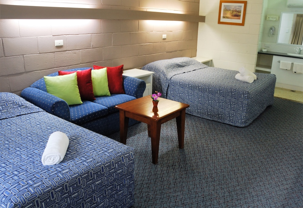 West Wyalong Australia  City pictures : Mayfair Motel Deals & Reviews West Wyalong, Australia | Wotif