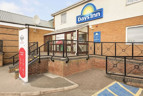 Days Inn by Wyndham Watford Gap