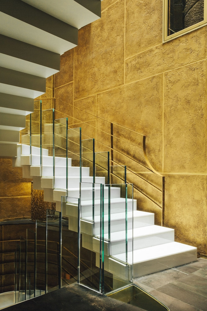 Staircase, Hotel Bagues