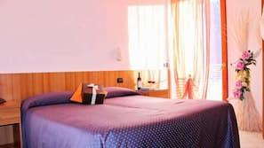 Una cassaforte in camera, una scrivania, insonorizzazione