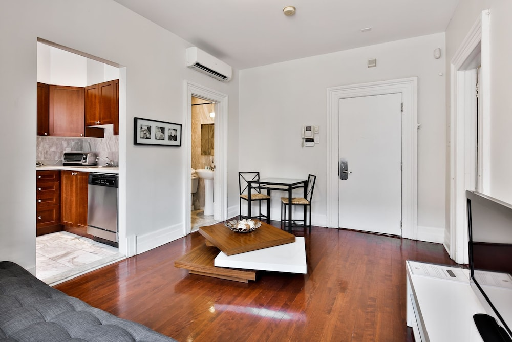 Residences apartment majestik downtown montreal montr al for Wohnzimmer queen