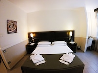 Comfort Double Room (1 double bed or 2 twin beds)
