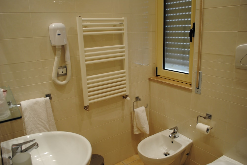 Bathroom, Hotel Fini