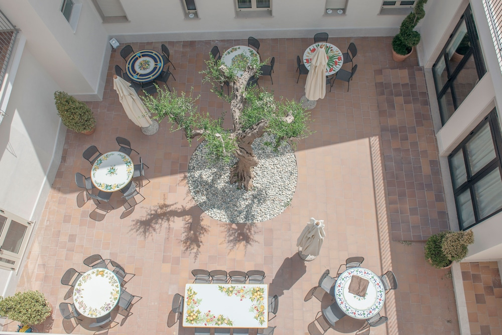 Outdoor Banquet Area, Hotel Fini