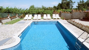 Seasonal outdoor pool, free pool cabanas, pool umbrellas
