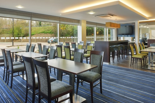 Holiday Inn Express Cambridge-Duxford M11