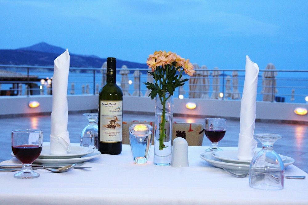 Couples Dining, Kiani Beach Resort Family - All Inclusive