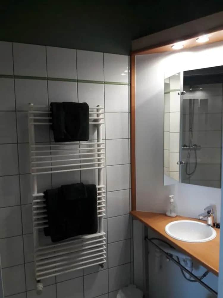 Bathroom, L'Atterrissage