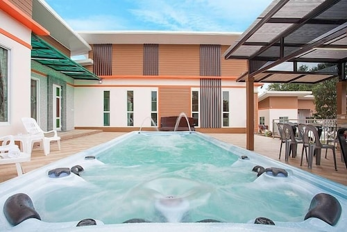 Melodious Villa Spacious 9 BR House With Jacuzzi