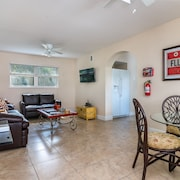 Las Olas 2 Bedroom Apartment Suite 2: Walking to Beach, Dining and Nightlife!