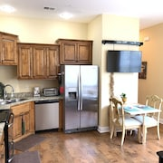 Beautiful 2 Bedroom 2 Bath Condo Located Near Silver Dollar City and Table Rock