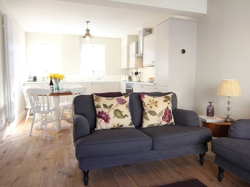 2 Bedroom Accommodation in Twyford