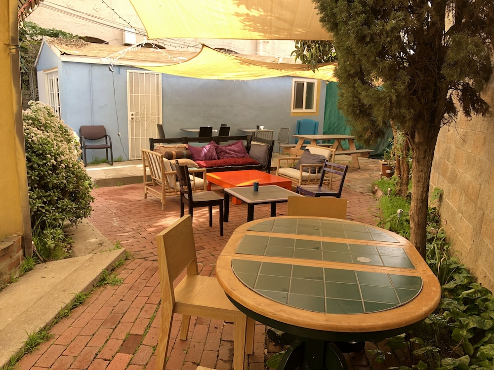 Terrace/Patio, Hollywood Budget Guest Rooms