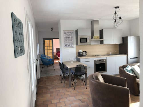 Your Charming Cottage in Essonne