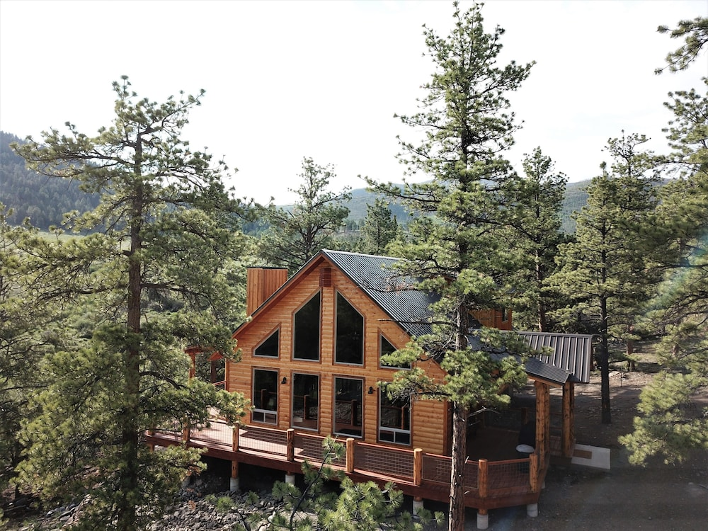 Exterior, The Timberwolf: Brand NEW Cabin Borders the National Forest