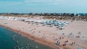 Playa privada cerca y arena blanca
