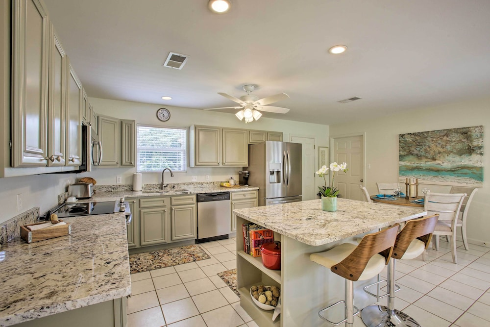 Private Kitchen, 'the Palm' Bay St. Louis Home - Walk to Beach!