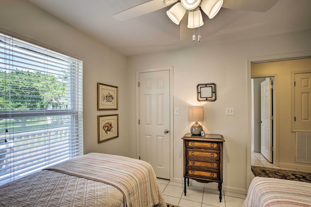 Room, 'the Palm' Bay St. Louis Home - Walk to Beach!