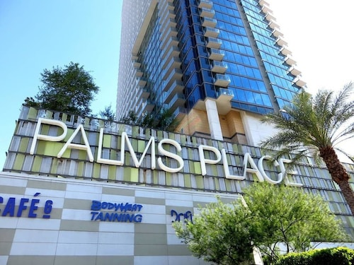 Luxury Palms Place Strip View Balcony Suite