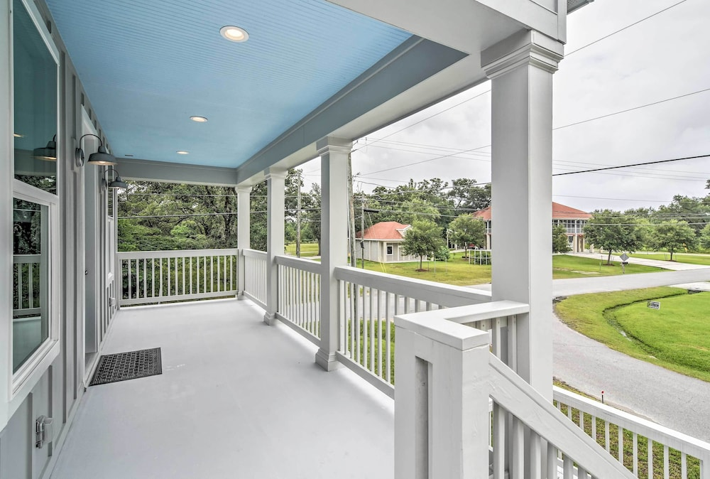 , Modern Waveland Home 5 Blocks to S Beach Blvd
