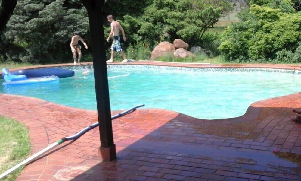 Outdoor Pool, Melden Country Accommodation