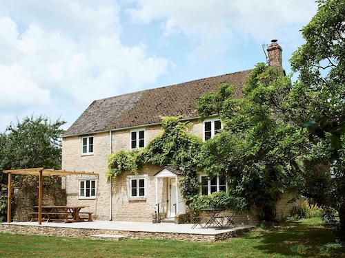 Montreal House - Your Stunning Cotswold Hideaway for up to 10 Guests