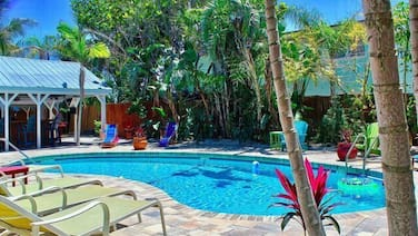 Coconut Grove Beach Resort 5,6,7,&8 - 6 Br Hotel Room