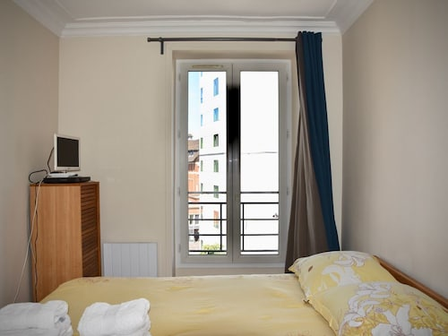 Comfortable, Spacious Flat at 10 Min. From the Center of Paris