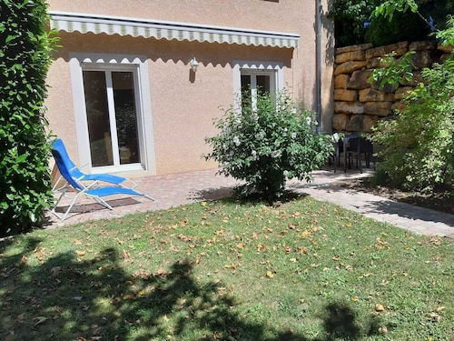 Apartment RDJ in Quiet Property in the Countryside, Near Lyon