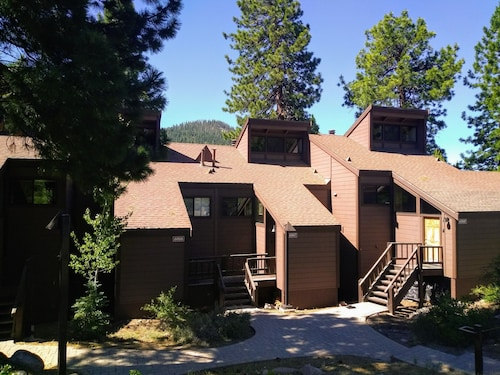 Beautiful View for a Great Price! 2 Bed/2 Bath Condo With Loft in Northstar