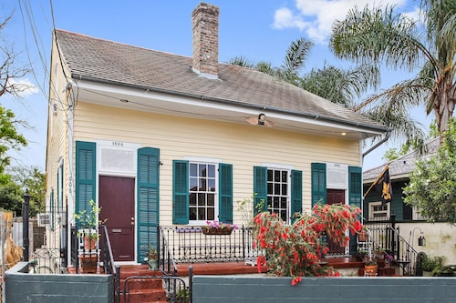 Creole Cottage one Block to French Quarter