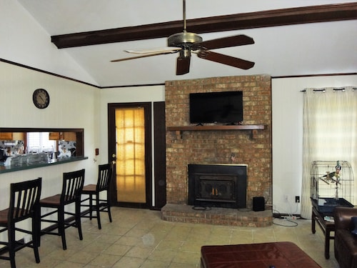 3 Bdrm 2 Bath Mt Pleasant Charleston Home Near Ocean. Family, Travelers Friendly