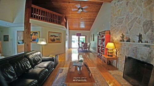 5-br 3-bath Skylit Home on 3 Forested Acres