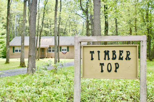 Timber Top Cabin: Fire Pit + Wifi + State Forest-parks/hiking
