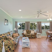 2 Bedroom Condo Close to the Beach & Located in the Heart of Destin