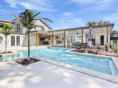 Extravagant Hampton House on the Noosa River.