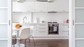 Kjøleskap, ovn, oppvaskmaskin og kaffetrakter/tekoker
