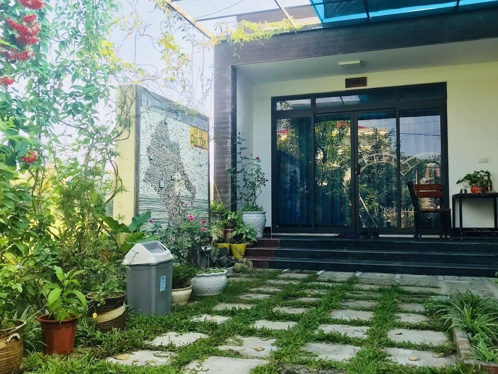 Property Entrance, Co To Center Homestay