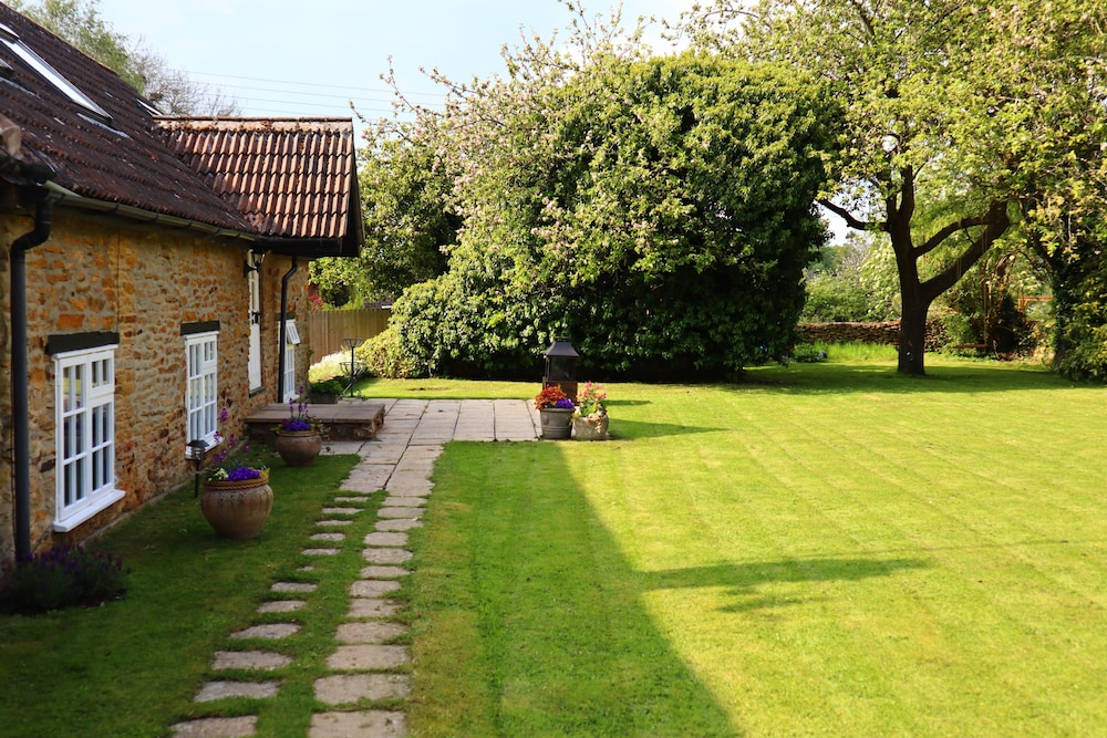 A Spacious Boutique Luxury Cottage Nr Soho Farmhouse Daylesford Banbury Gbr Best Price Guarantee Lastminute Co Nz