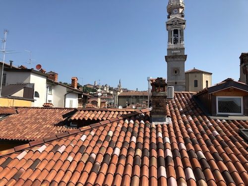 Superb Apartment in the City Center on the top Floor Overlooking Bergamo Alta