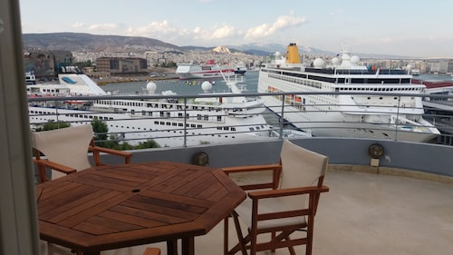 Luxury Design Penthouse With Unlimited Piraeus Cruise Port Views