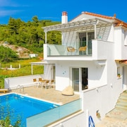 Villa Amarandos: Large Private Pool, Walk to Beach, A/c, Wifi, Car Not Required